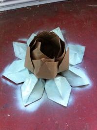 Rett etter at vi var kommet hjem til Harstad på langferie (Før vi flyttet videre til Southampton) fikk jeg et kjempespennende oppdrag - jeg skulle brette 10 store lotuser -