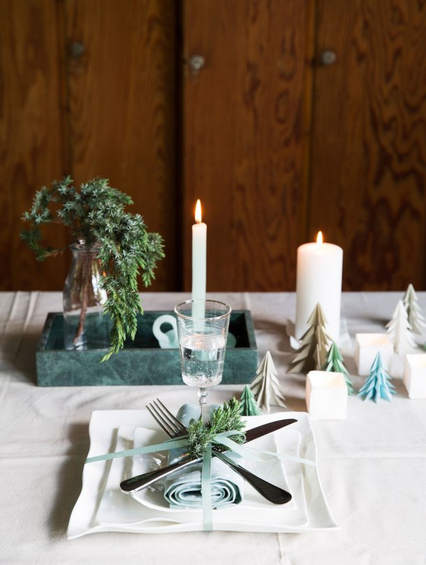 Table setting with origami christmas trees